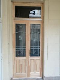 Ablakfelújítás –  Korszerű, mégis patinás – létezik ilyen ajtó?