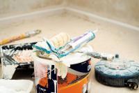 Lakásfelújítás után: hogyan távolítsuk el a festékcseppeket?
