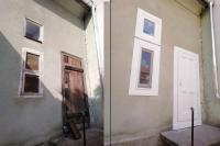 Ablakfelújítás – Lehet padlásajtóból új bejárati ajtó?