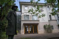 Ablakfelújítás – Műemlék épületben él? A főváros most segít a felújításban