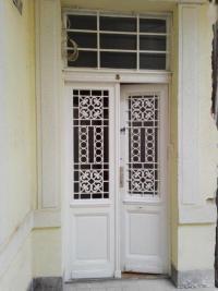 Ablakfelújítás – Lehet-e, érdemes-e a nagypolgári bejárati ajtót korszerűsíteni?